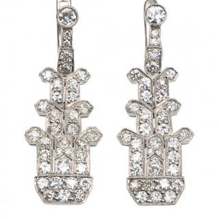 Platinum Earrings with a total Diamond weight ca. 2,6 ct., from England approx. 1920 Art déco Diamondsearrings