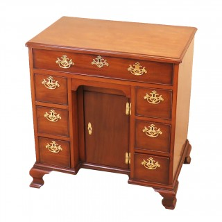 Georgian 18th Century Mahogany Kneehole Desk