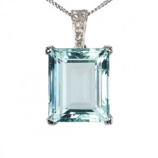 18 ct. Gold Pendant with 1 Aquamarine ca. 12,0 ct. in Emerald-cut & Diamonds, from Art déco France approx. 1940, incl. Gold chain!