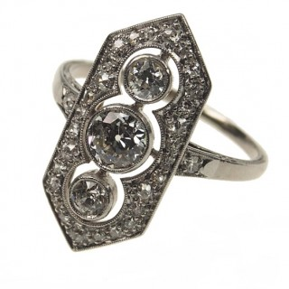 Platinum Art déco Ring with Diamonds approx. 1930s