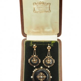 18 ct. Gold & Onyx Set of Brooch and Earrings with Diamonds Victorian France approx. 1860