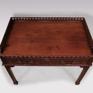 18th Century Chippendale Mahogany Side Table With Vase Turned Gallery