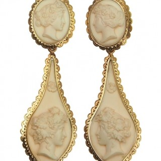 18 ct. Gold Earrings with Ivorine Cameos of Victorian England approx. 1850