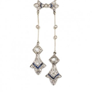 18 ct. Gold & Platinum Art déco Necklace with Diamonds and Sapphires, a Diamonds collier from France approx. 1920