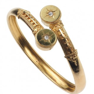 "15 ct. Gold Bangle with 2 Diamonds, ""Etruscan Revival"" Arm jewellery from Victorian England approx. 1880"