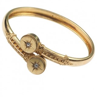 """15 ct. Gold Bangle with 2 Diamonds, """"Etruscan Revival"""" Arm jewellery from Victorian England approx. 1880"""