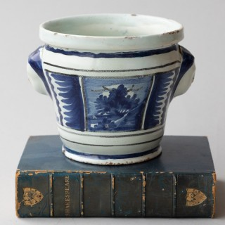SMALL 18TH CENTURY BLUE AND WHITE CACHE POT