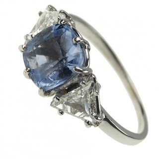 18 ct. Gold Vintage Ring with Sapphire & Triangle-Diamonds Germany ca. 1960