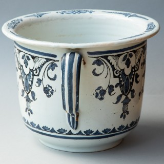 EARLY 19TH CENTURY LARGE TWO HANDLED CACHE POT