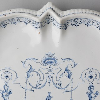 MID 18TH CENTURY STAR SHAPED CHARGER, MOUSTIERS