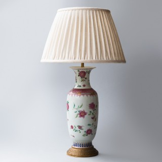 18TH CENTURY CHINESE PORCELAIN VASE CONVERTED TO A LAMP