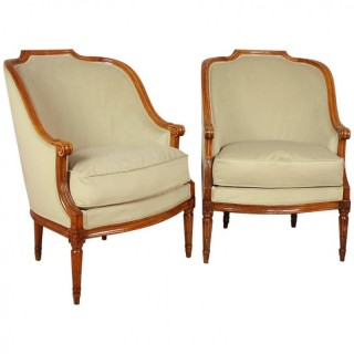 Pair of Frenech Louis XVI Walnut Bèrgères or Armchairs, ca. 1780