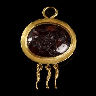Roman Gold and Garnet Pendant with Intaglio