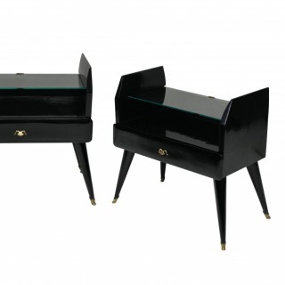 A PAIR OF STYLISH LACQUERED NIGHT STANDS