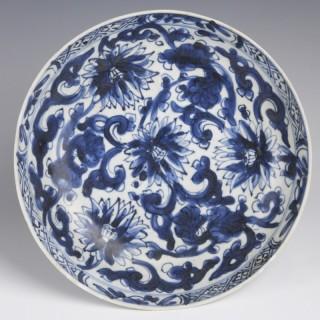 Kangxi Dish with Chrysanthemum Decoration