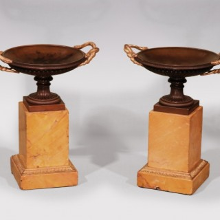 Menu Pair of Early 19th Century Bronze and Ormolu Tazzas with Snakes