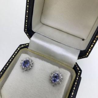 Saphire and Diamond Earrings.