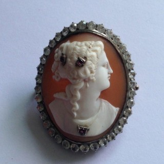 Antique Gold Cameo Brooch.