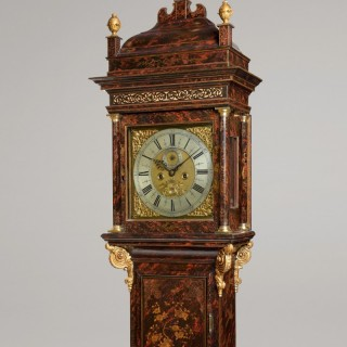 FRANCIS GREGG, RUSSELL STREET, COVENT-GARDEN. A FINE QUEEN ANNE PERIOD FAUX TORTOISESHELL CHINOISERIE LACQUER LONGCASE CLOCK.