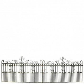 Pair Of Antique Wrought Iron Driveway Gates 6.2 M (20 Ft)
