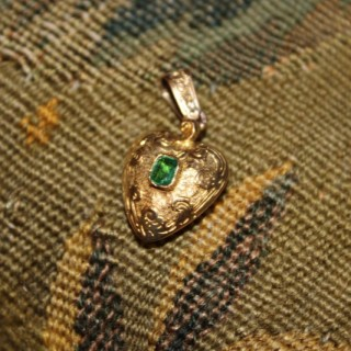 15ct Yellow Gold Emerald Heart Pendant, circa 1900