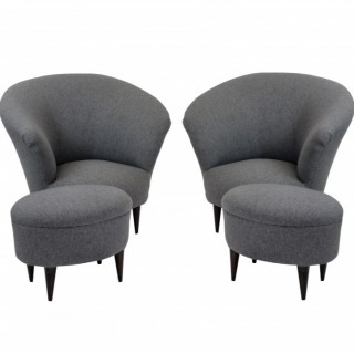 A PAIR OF PARISI ARMCHAIRS WITH FOOT STOOLS
