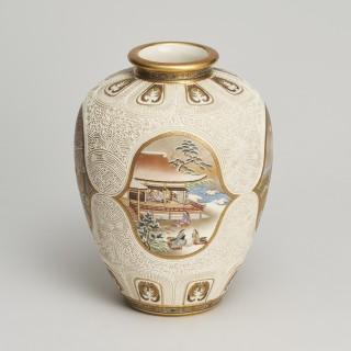 An outstanding Japanese satsuma vase by Kinkozan