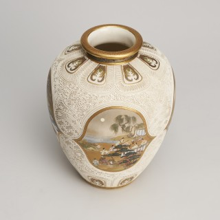 An outstanding Japanese satsuma vase by Kinkozan