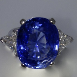 Vintage 19.35 carat Sapphire and Diamond Ring
