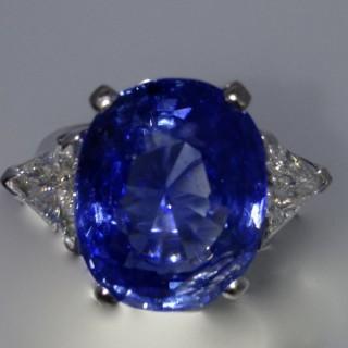 Vintage 19.35 Carat Sapphire and Diamond Ring