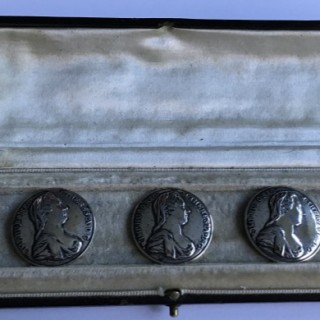 Boxed set of Austrian Buttons