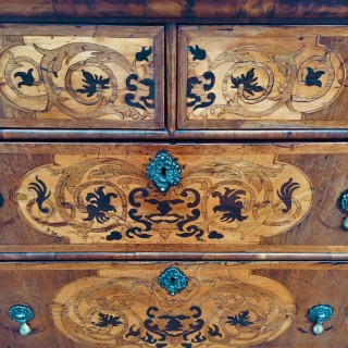 Fine Queen Anne seaweed marquetry Chest of drawers