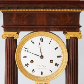 LARGE EARLY 19TH CENTURY FRENCH EMPIRE FLAME MAHOGANY EIGHT DAY PORTICO CLOCK