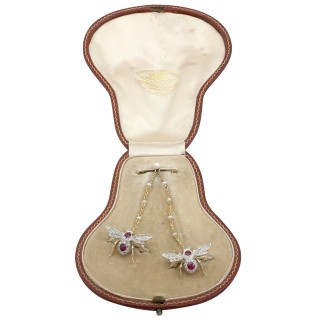 1.10 ct Ruby and Opal, 0.78 ct Diamond and 15 ct Yellow Gold 'Bee' Brooch - Antique Victorian