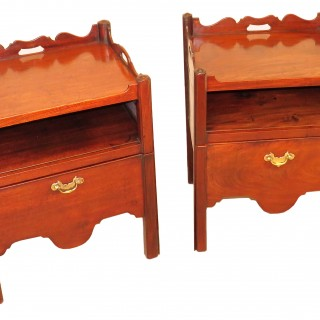 18th Century Mahogany Georgian Pair Of Matched Bedside Night Tables
