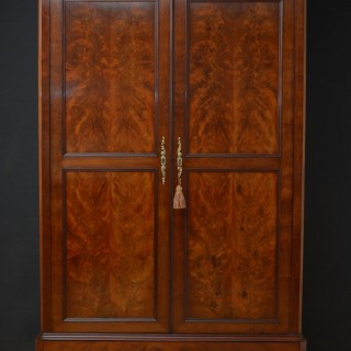 LARGE 19TH CENTURY FLAMED MAHOGANY 2 DOOR WARDROBE