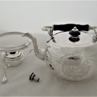 Good quality armorial&crested George I silver kettle on stand London 1725 Gabriel Sleath