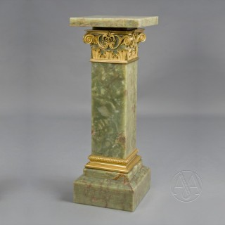 Onyx Pedestal With A Revolving Top