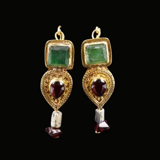 Roman Gold Earrings with Garnet and Green Glass