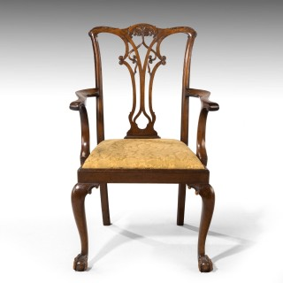 A Particularly Attractive Set of 8 (6+2) Chippendale Design Mahogany Chairs