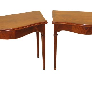Georgian 18th Century Mahogany Pair Of Serpentine Tea Tables