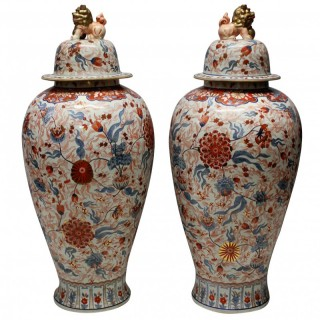 A LARGE & IMPRESSIVE PAIR OF IMARI FLOOR VASES WITH COVERS