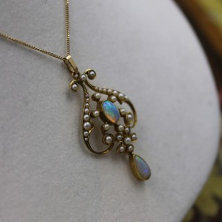 A fine 15ct Yellow gold (marked), Opal & Seed Pearl Art Nouveau Pendant on a 9ct yellow gold chain, Circa 1910