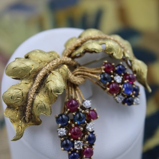 A very fine 18ct Yellow Gold Ruby, Diamond & Sapphire Grape Bunch Brooch Circa 1950