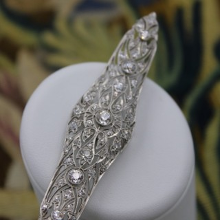 A very fine Diamond Art Deco Elongated  Brooch in Platinum & 18ct Gold Tested, Circa 1920