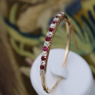 An exceptional Ruby & Diamond Edwardian Bangle in 15 Carat Gold, English, Circa 1905