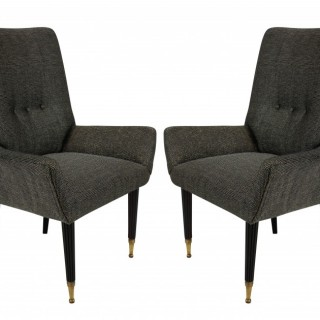 A PAIR OF STYLISH ITALIAN BEDROOM CHAIRS