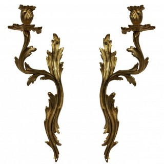 A PAIR OF LOUIS XV STYLE SINGLE ARM SCONCES