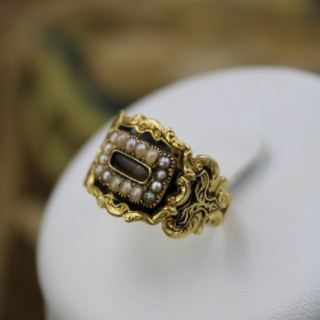 A fine 18 Carat Yellow Gold (tested) Mourning ring set with Seed Pearls, London Hallmarks 1826.