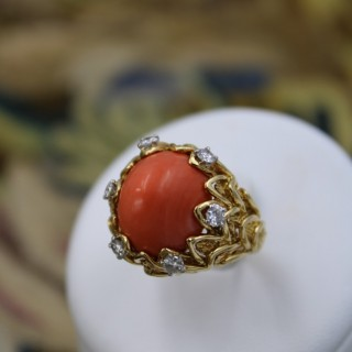 An Exceptionally Fine Coral & Diamond Ring in 18 Carat Yellow Gold (French Marked), Circa 1970.